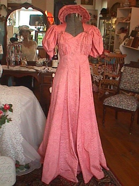 Elegant 1930s 1940s Pink Watered Silk Moire Evening Gown with Tiara Size 10-12