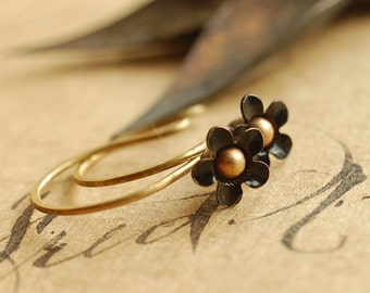small black flower earrings dainty tiny vintage enamel flowers - petit fleur (noir)