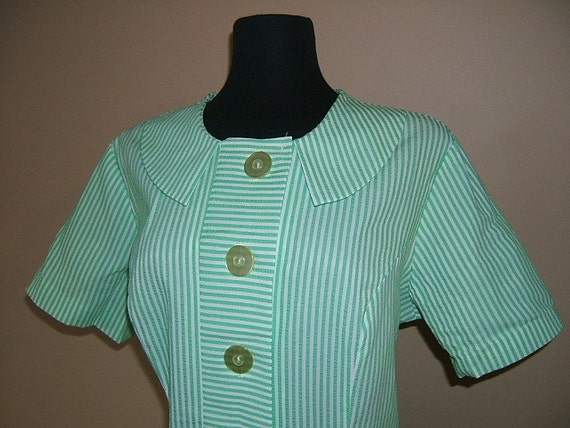 1970s Stripe Pinstripe Mint Green Day Dress. Seersucker Shift Dress with Inset Pleats with alternate stripes. Scooter Dress. XL XXL Bust 42