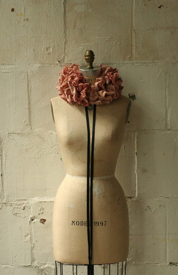 066 the Dirty Pink Cartwheel Ruff  /Wedding Accessories / Women's Fashion