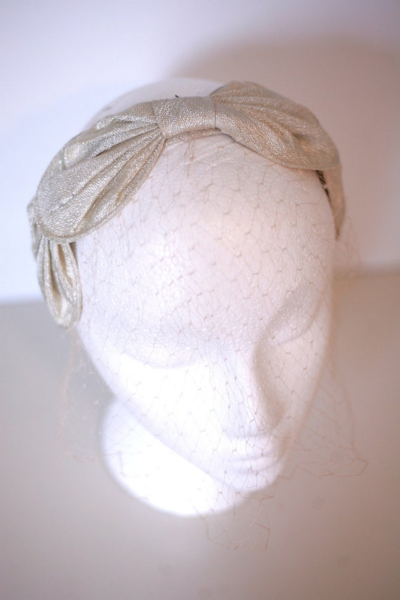 50s/60s Pearly White Head Peice With Netting