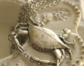 Petit Crabe - silver crab necklace
