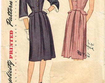 Vintage 1946 Dress Pattern with Detachable Cuffs and Collar Size 14 Simplicity 1885