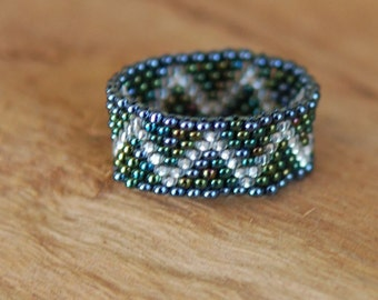 Metallic Green Zigzag - Peyote Beaded Ring - Tiny Size 15 Beads