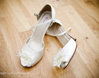Ivory flower bridal shoe clips with organza, ostrich feathers and pearls