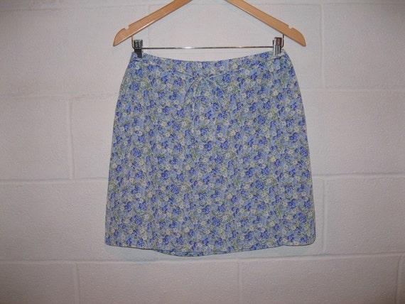 SUPER SALE - Vintage Blue Floral Mini Skirt / Medium / 31 inch waist