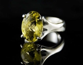 Oval Lemon Quartz Four Paw Prong Sterling Silver Gemstone Ring, size 6.5