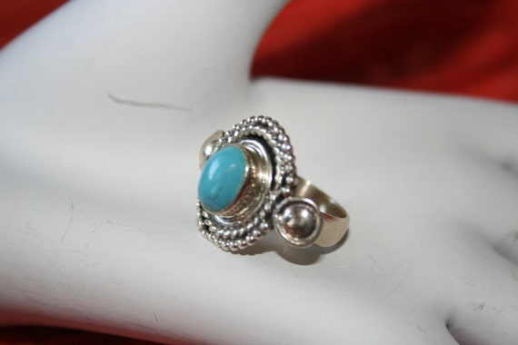 Vintage  Ring Sterling  Silver  ,Marked  925 With  Turquoise   Stone size 6 and 1/4