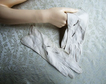 1950s Vintage Gloves / 50s White Kid Leather Gloves Sz 6