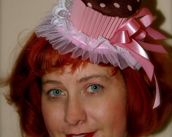 Cupcake party hat (brown and pink)