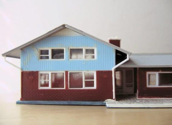 Split level ranch model home kit ho scale for Split level kit homes