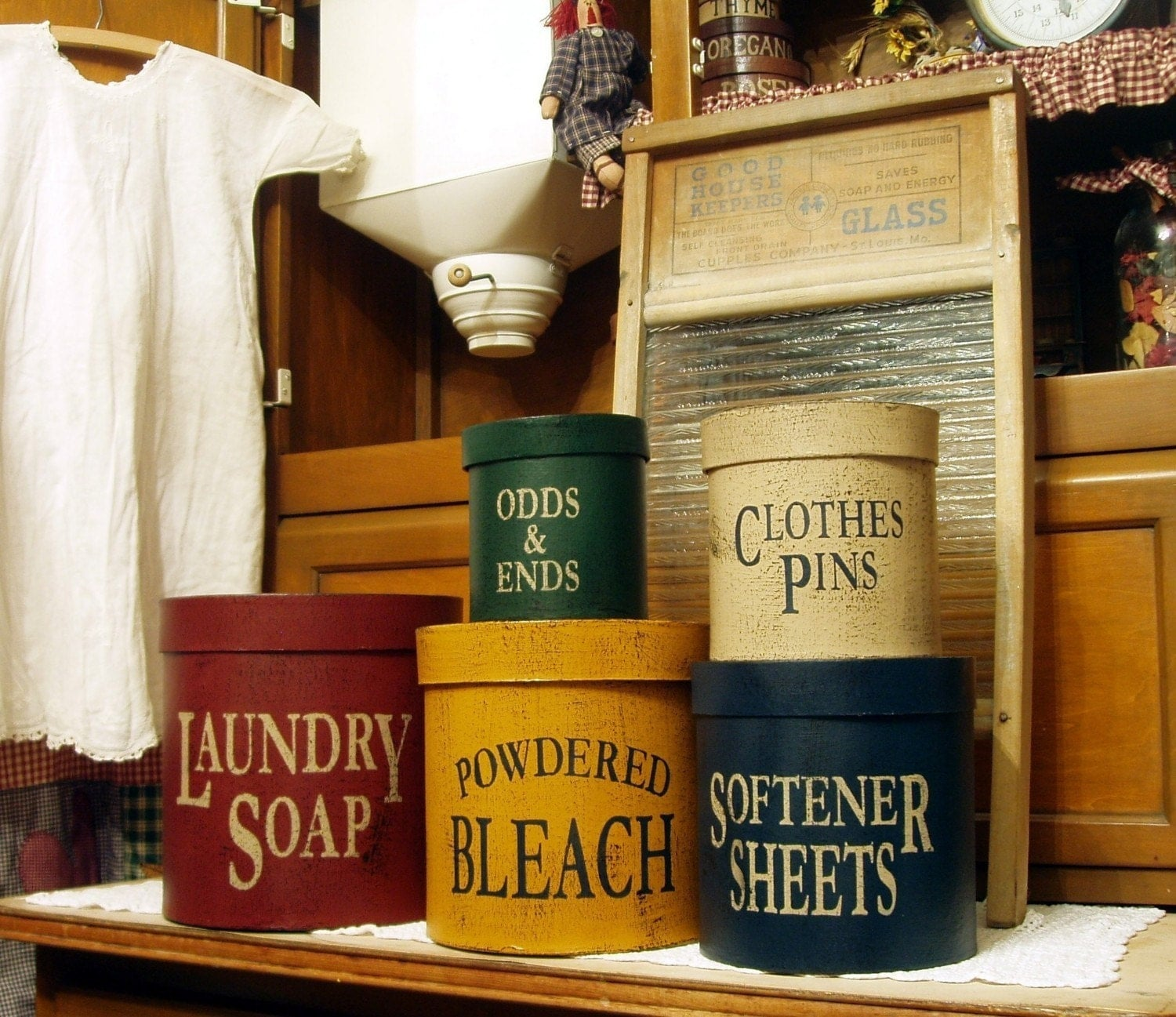 Vintage laundry room decor exclusive home design for Country laundry room
