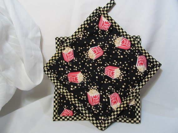 Insulbrite Quilted Potholder Set: Movie time popcorn potholders