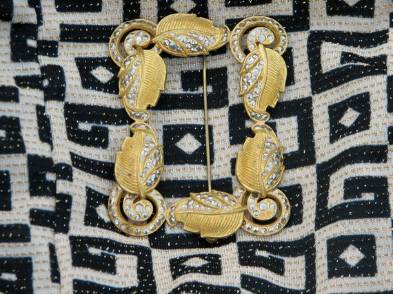 SALE Vintage art deco 30s reproduction filigree frame goldtone pin finding