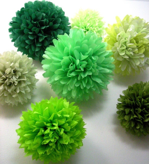 GREENS / 10 tissue paper pom poms / wedding decorations / diy / housewarming party / pompoms / paper decorations