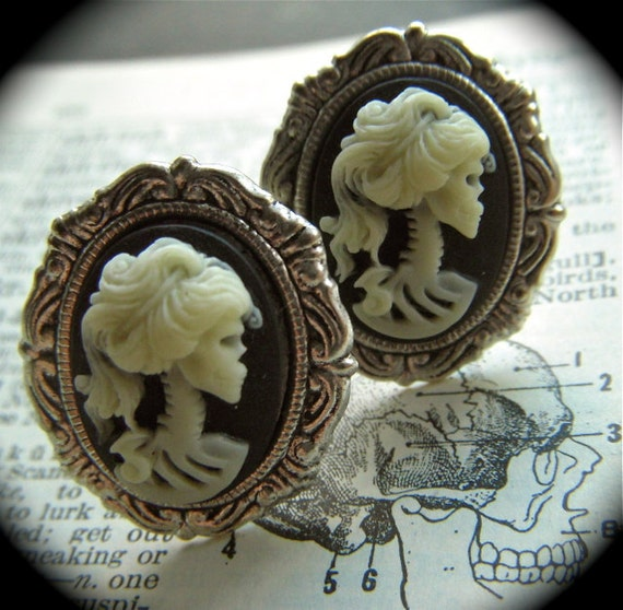 Men's Cufflinks Zombie Girl Gothic Victorian Skeleton Woman Skull Heads Silver Plated Cameo Ovals Horror Men's Gifts & Accessories