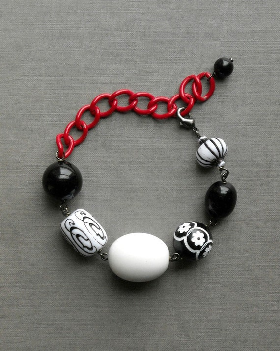 the knave bracelet -  vintage lucite and chain