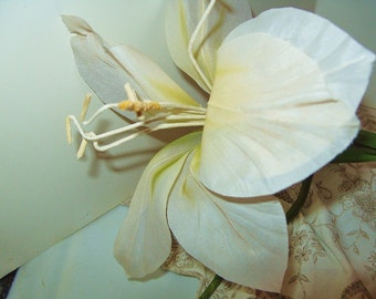 """5 Vintage 8"""" White Lily Christmas Decor Wedding Flowers Craft Stem Floral Supplies lot of 5"""