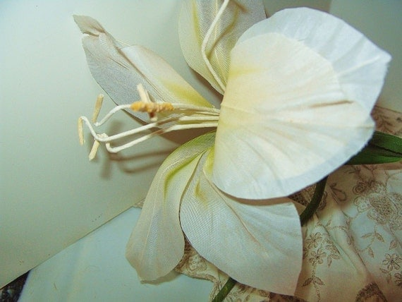 "5 Vintage 8"" White Lily Christmas Decor Wedding Flowers Craft Stem Floral Supplies lot of 5"