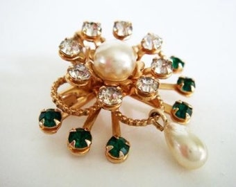 Vintage Green Rhinestone Brooch with Faux Pearl Accents, Rhinestone Pendant Brooch Gold Colored Costume Jewelry, Green Rhinestone Pin