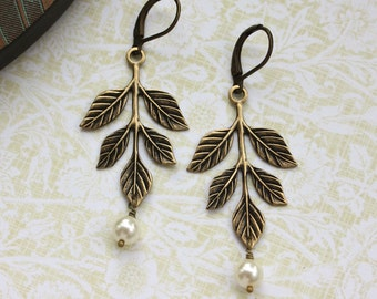 Leaf Earrings, Rustic Leaf Earrings, Wedding Earrings, Leaves and Pearls Earrings, Pearls Dangle Earrings. Bridesmaids Gift, Vintage Wedding