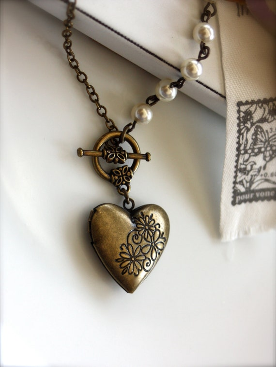 A Vintage Inspired Floral Bouquet Heart Locket. Ivory Crystal Pearls Locket Necklace.  Bridesmaid Gifts. Valentine Gift For Her.