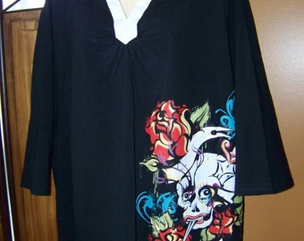 SALE 5X 3/4 Sleeve Black and White Colar V Neck With Colorful Fun Skully With Sword and a Heart