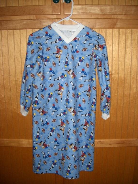 Boys night shirt size 6 football