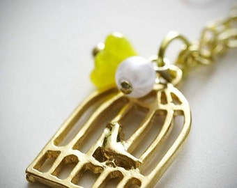 de-lovely necklace. gold birdcage pendant with spring flower and white pearl bead