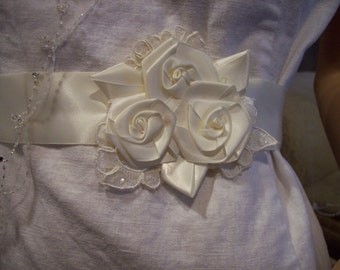 Bridal Sash belt ivory with three rolled roses and lace