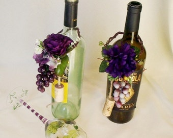 Vineyard Wedding Wine Bottle Centerpiece Grape Purple Topper Bridal party shower Favors reception decoration corks accessories stoppers