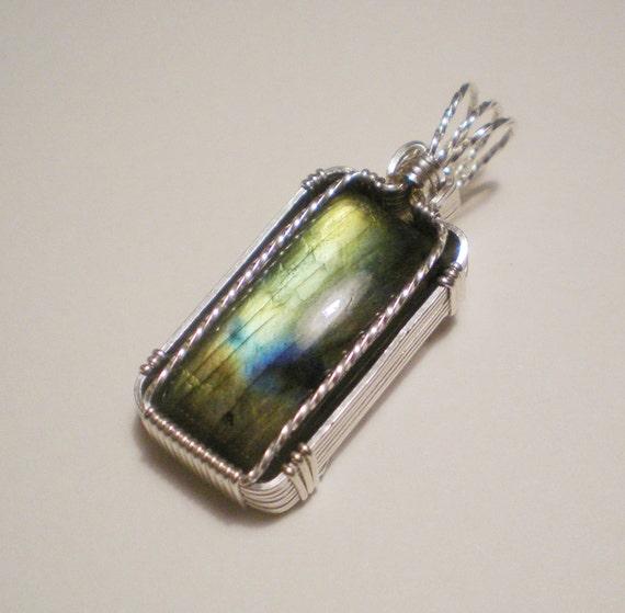 Spectrolite/Labradorite BEAUTIFUL sterling silver wire wrapped pendant