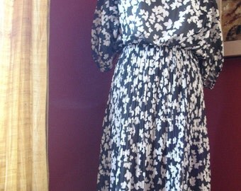 Graphic Autumn Leaves Dress Large