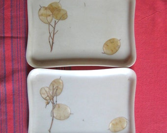 Set of 2 Cream Trays with Pressed Leaves