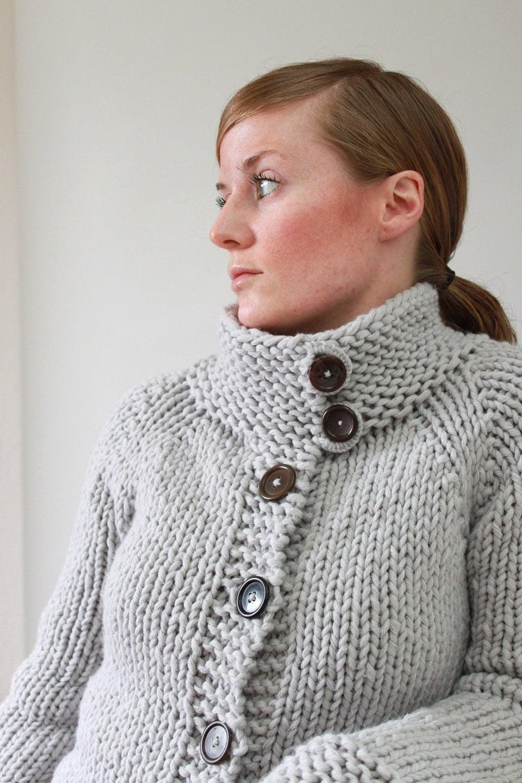 Bulky Sweater Knitting Patterns : KNITTING PATTERN // Twiggy Cardigan // top-down super bulky