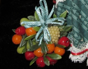 1/12 Scale (Dollhouse) Della Robbia White Grapes Wreath with Teal Bow - Indoor Fairy Garden