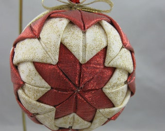 Quilted Chrismas Ornament - Red, White and Gold 619