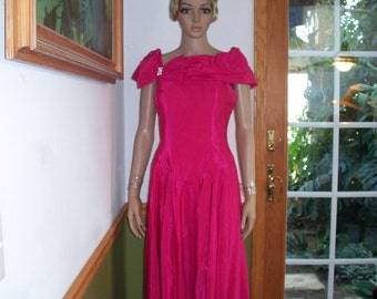 Vintage Union Made Rhinestone Bow Shiny Shimmer Pink Womens Party Dress