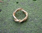 18k Gold Twisting Vine Ring