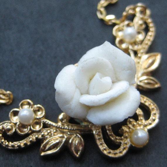 Vintage 80's Avon // Porcelain Rose Necklace