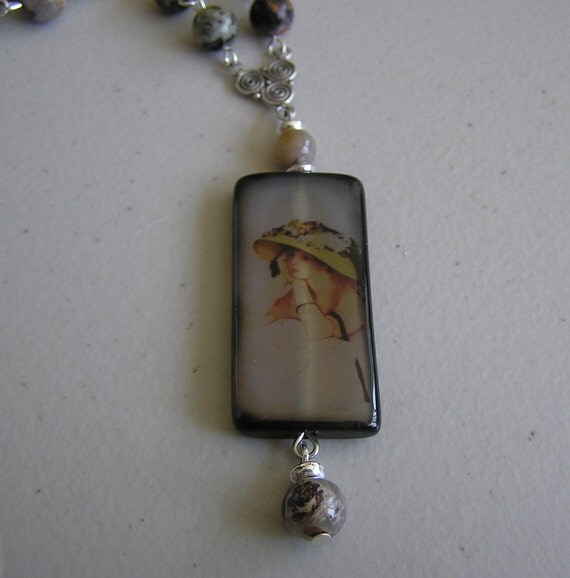 Lady in Bonnet (Agate with Picture of Lady)
