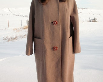 VIntage 1960s Tantalizing TAUPE Wool coat with FUR Collar