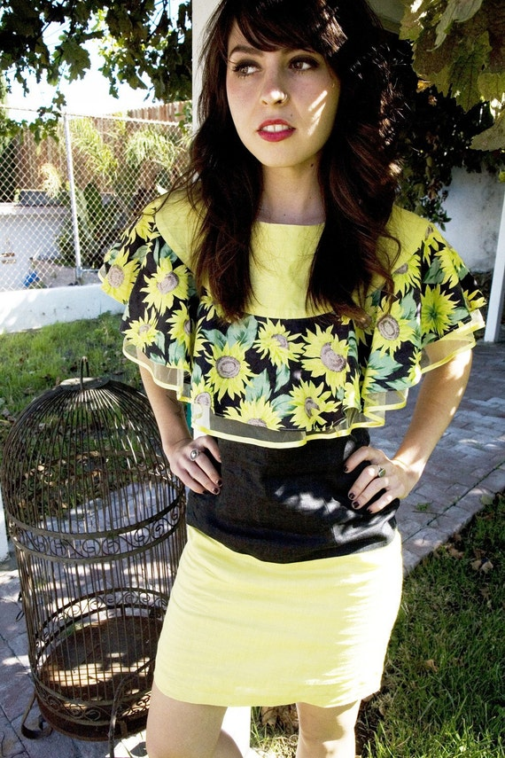 80's Vintage yellow and black sunflower dress with lace