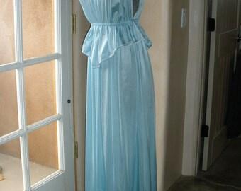 adorable blue vintage vassarette nightgown