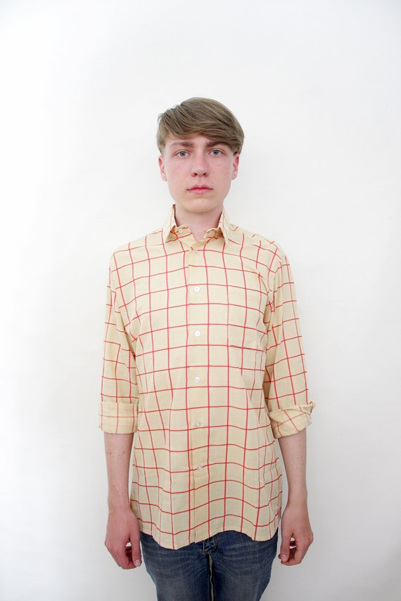 Vintage shirt / 70s mens beige and red checked button up / size S/M
