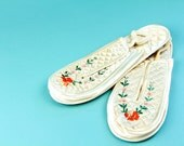 Vintage White Satin Slippers sz 7 Embroidered Rose Japanese Shoes Floral Botanical 60s