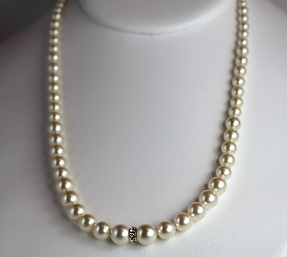 Pearl Necklace Styles: Vintage-style Swarovski Pearl Necklace