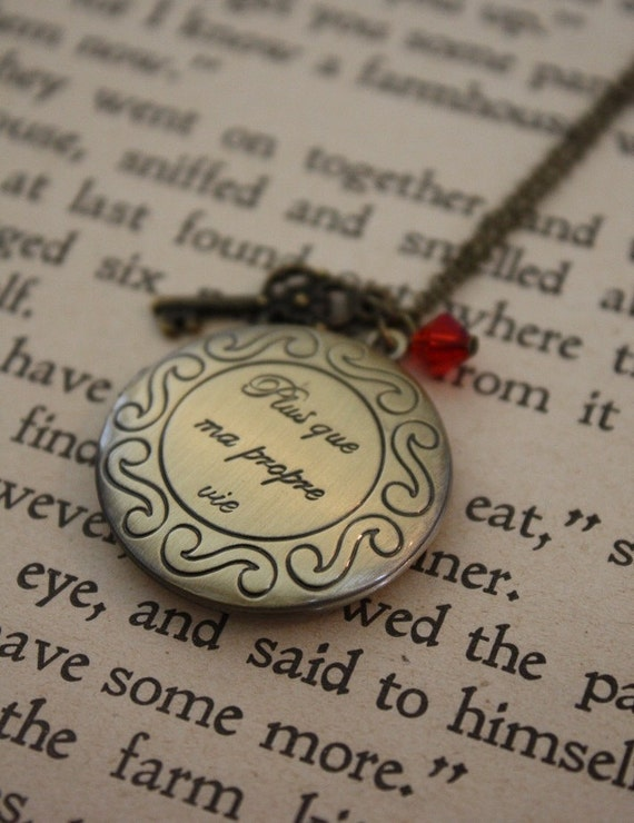 Vampire Inspired Necklace - Romantic Locket