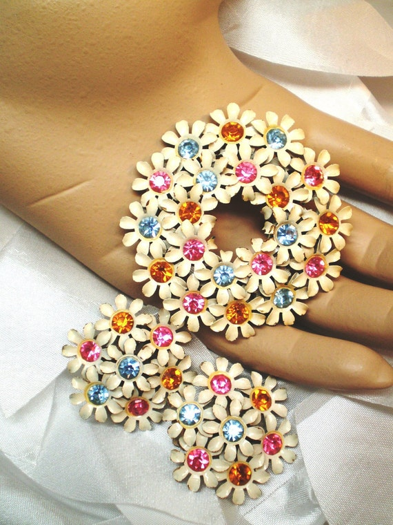 On Hold Vintage Earrings an Brooch Enamel Metal white Tiny Daisy Rhinestones Gold Pink Blue Early 1950s Statement