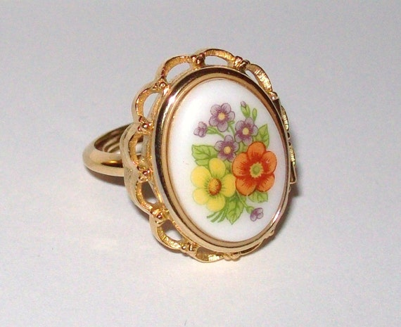 Avon Locket-Ring - The French Flowers Collection - 1975